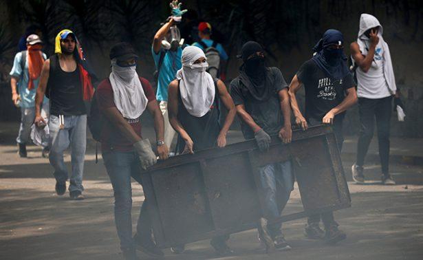 Incrementan a tres las víctimas en marcha de Venezuela