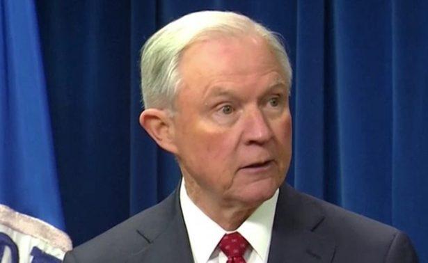 No fui entrevistado por Mueller en investigación sobre injerencia rusa: Sessions
