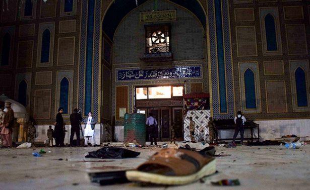 Atentado suicida en santuario de Pakistán deja más de 70 muertos