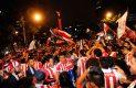 La afición chilanga celebra triunfo de Chivas en el Ángel