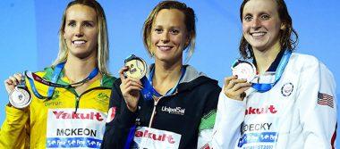 Federica Pellegrini venció a Katie Ledecky en natación