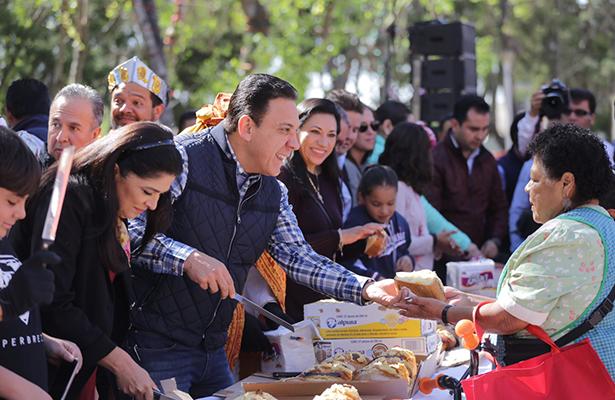 Encabezó Fayad la partida de Rosca  de Reyes en Hidalgo