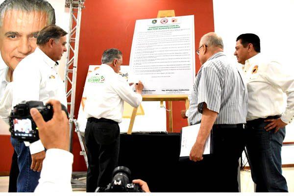 Firma Serrano 18 compromisos con el campo del estado