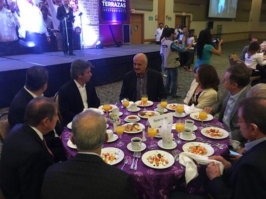 Sostienen independientes desayuno con líderes de la sociedad civil