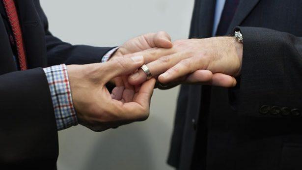 "Rechazan dos senadoras la figura de ""matrimonio"" a uniones gay"
