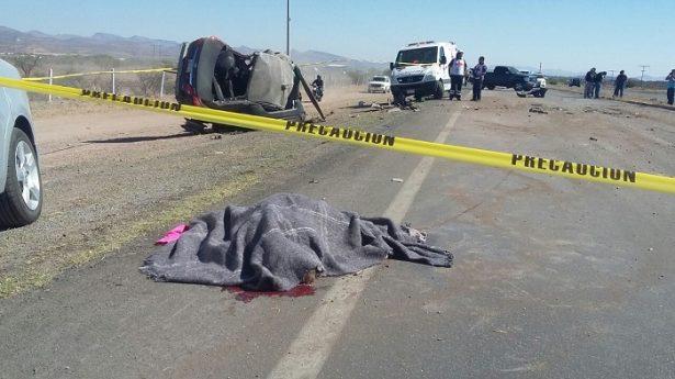 Mueren tres en choque de frente en la carretera a Cuauhtémoc