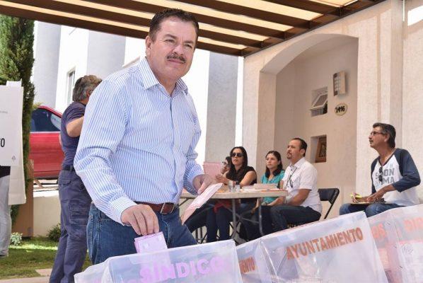 Vota Mario Vázquez Robles en San Lorenzo