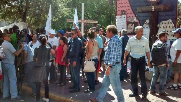 Comienza concentración de ciudadanos frente a Palacio de Gobierno
