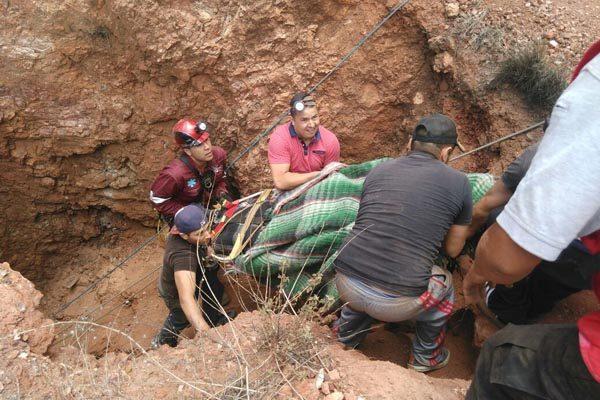 Después de 4 horas de auxilio, rescatan a hombre de mina