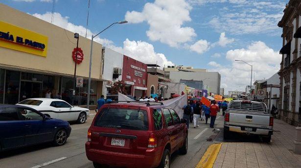 Realizan maestros caravana en el centro de la ciudad