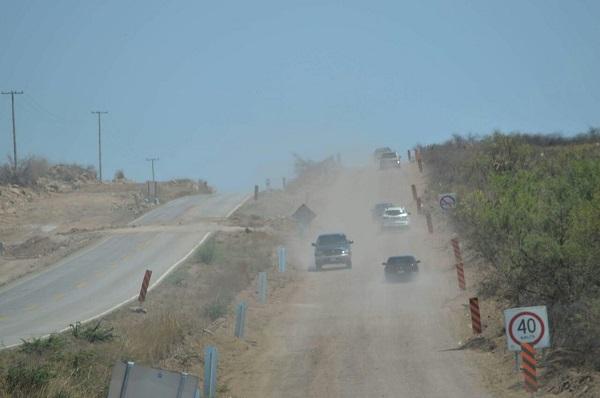 Ocasiona inconformidades tomar terracería en la vía corta a Parral