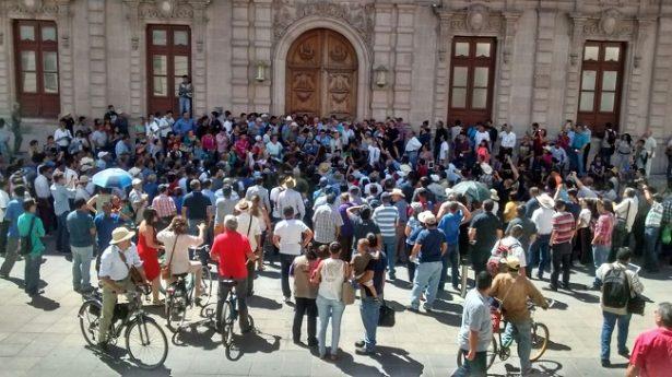 """""""Fuera Duarte, fuera Duarte"""" piden ciudadanos en manifestación"""