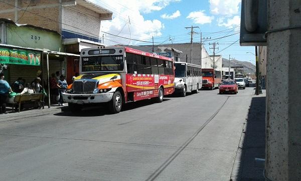 Reportan retraso en rutas alimentadoras de hasta una hora por camión