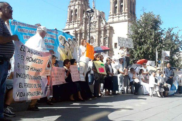 Ciudadanos dicen no al aborto, protestan en el Congreso del Estado