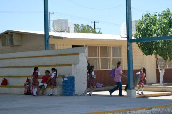 Instalan de manera provisional energía en escuela Carmen Serán