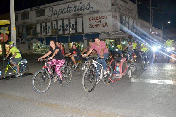 Pedalean por las calles para fomento de la bicicleta
