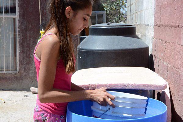 Ni gota de agua en Punta Oriente, sufren por desabasto desde hace días