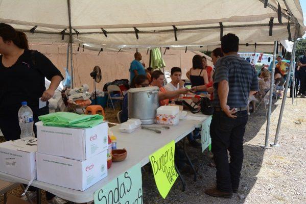 Exposición de autos y venta de comida para tratamiento de Brissia