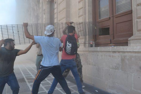 Evalúa INAH daños de Palacio de Gobierno tras manifestación