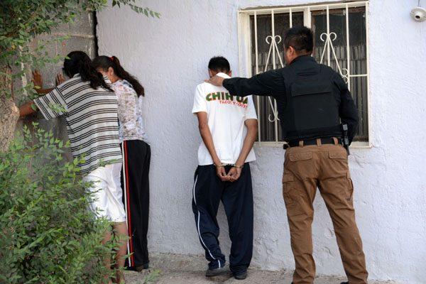 """Revientan """"narcotiendita"""" en el Cerro de la Cruz, encuentran heroína"""