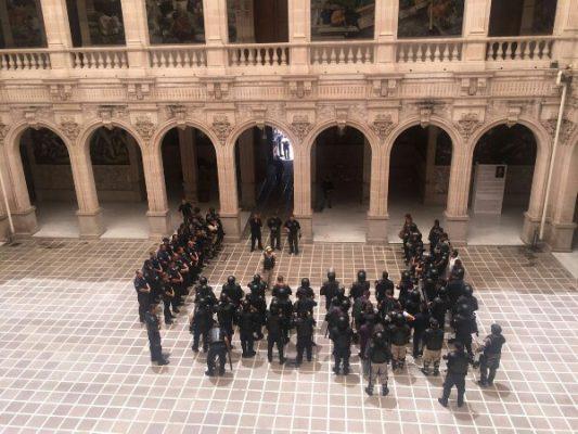 Movilizan a policías en Palacio de Gobierno por falsa alarma
