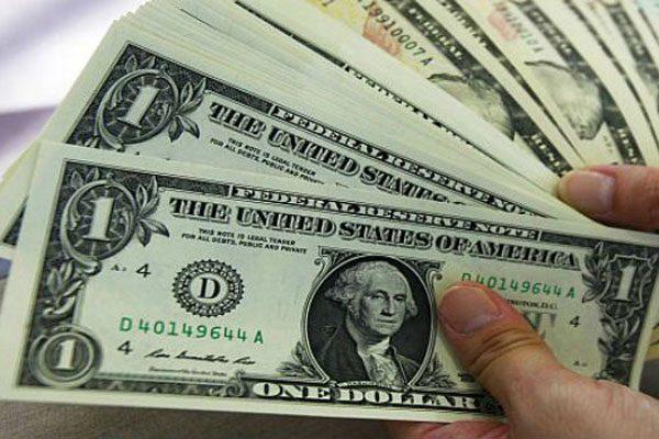 Supera el dólar en ventanilla los 19 pesos a la venta