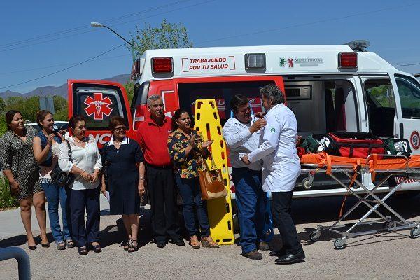 Recibe centro de salud ambulancia para mejorar servicio