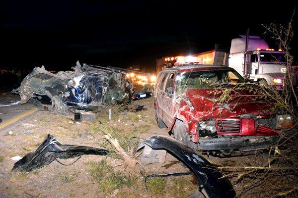 Salvan la vida de milagro, dos autos volcados en triple choque
