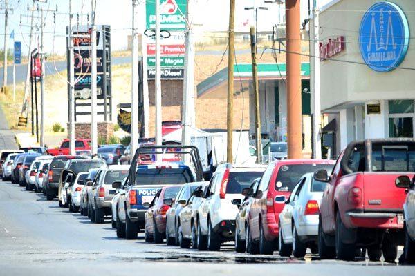 Restablecen servicio de gasolina; aún faltan horas para normalizar la venta