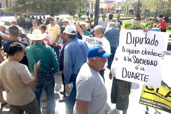 Toman ciudadanos el Congreso del Estado, exigen renuncia de Duarte
