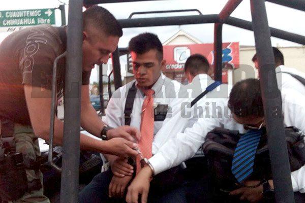 """Detienen a misioneros por intentar desnudar a niños para """"bautizarlos"""""""