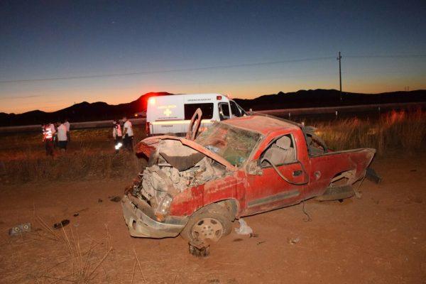 Mueren dos personas en volcadura en carretera Chihuahua-Cuauhtémoc