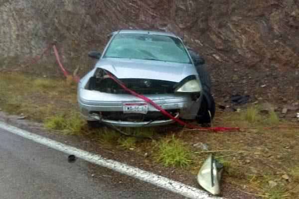Muere persona al volcar en carretera a Balleza