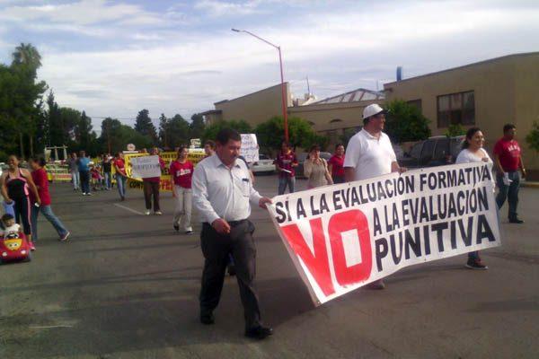 Marchan maestros en repudio a la Reforma Educativa