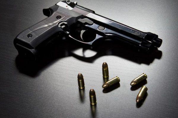 Ni pistola ni fusil entregó el Policía acusado de violación