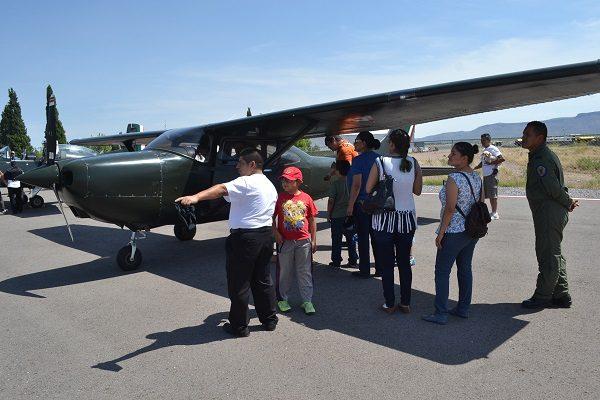 Familias aprovecharon día del padre visitando Base Aérea Militar