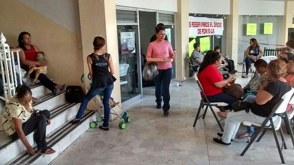 Continúa bloqueo en las instalaciones  de la presidencia de Delicias