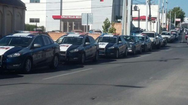 Inician policías municipales actividades en la fila para la gasolina