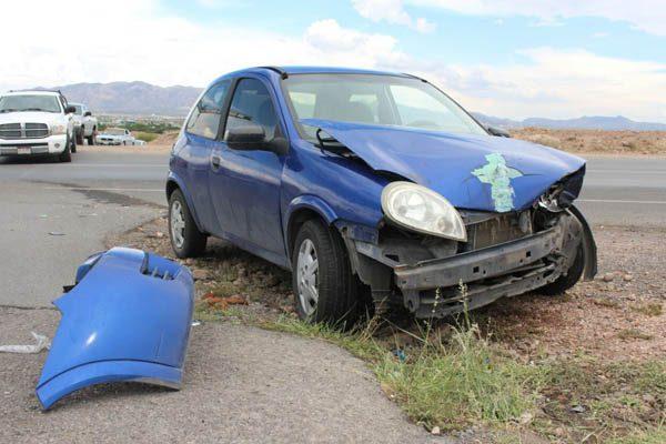 Cuantiosos daños materiales al chocar en carretera a Aldama