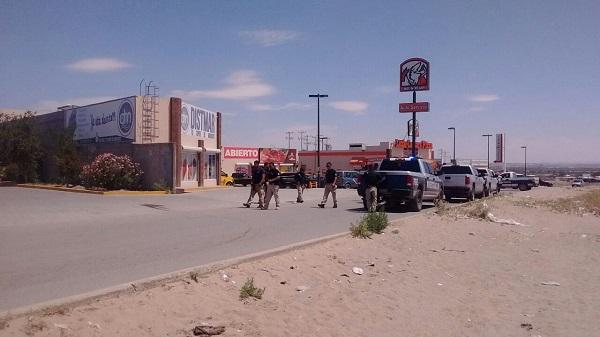 Sujetos a bordo de camioneta asesinan a uno en Juárez