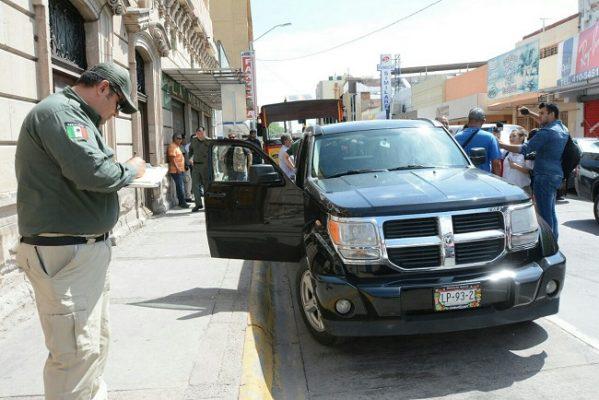 Chofer de UBER podría perder vehículo y obtener una sanción