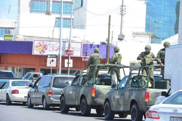Militares a la fila, no se salvan del desabasto de combustible