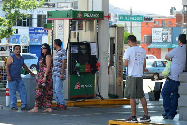 Surten casi al 90% de expendios, redobla Pemex el envío de combustible