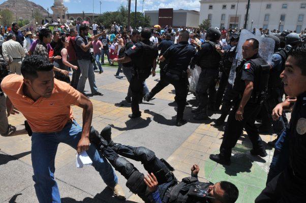Crónica de un violento enfrentamiento afuera de Palacio