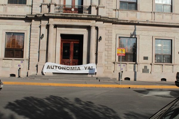 Cerraron las puertas de Rectoría de la UACH, para exigir autonomía