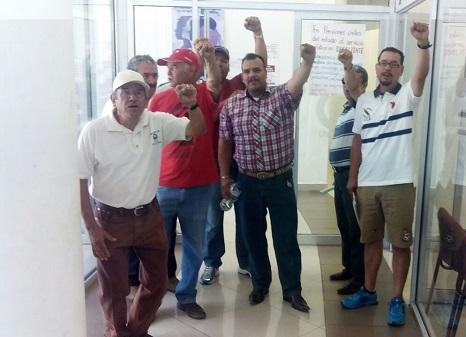 Protestan integrantes el Movimiento Resissste en Pensiones Civiles