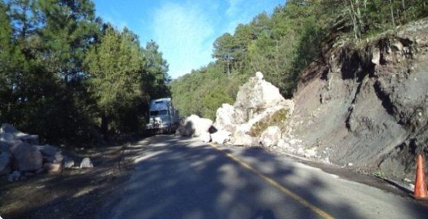 Atiende la SCT 10 derrumbes en carreteras por lluvias