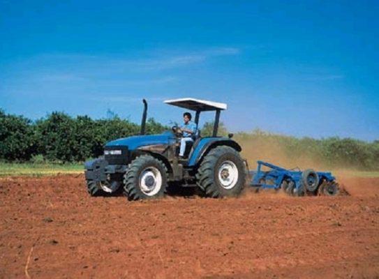 Autoriza gobierno federal 59 tractores para productores