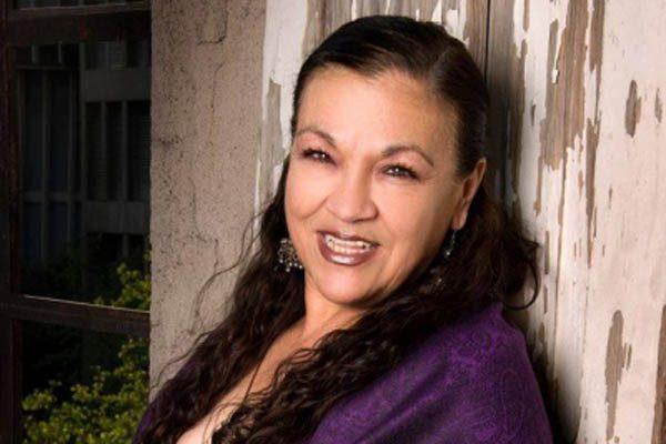 Presenta libro la actriz juarense Yolanda Abbud