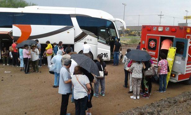 Resultan 8lesionados en choque con camión en la carretera a Delicias